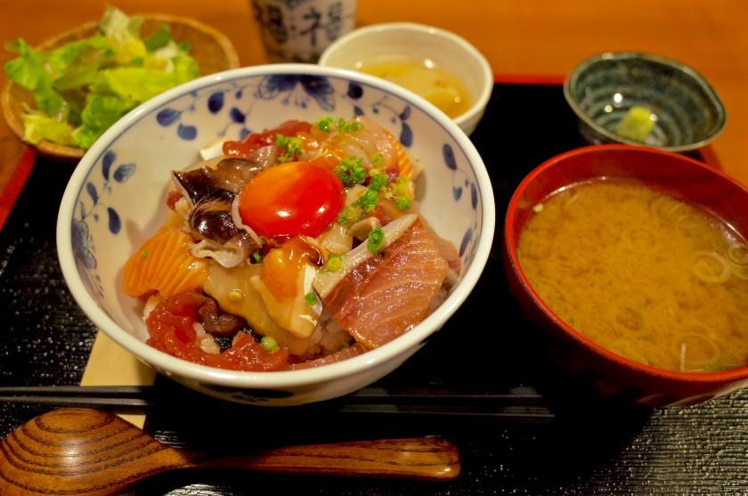 めしのすけランチの海鮮丼