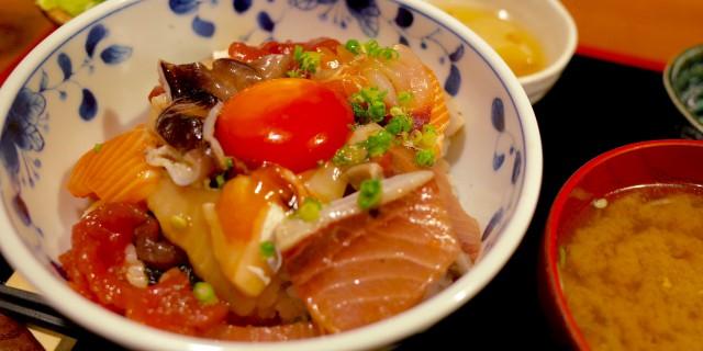 めしのすけランチで人気の海鮮漬け丼