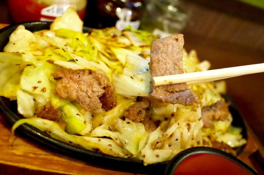 肉の旨みとキャベツの甘みが楽しめる鉄板