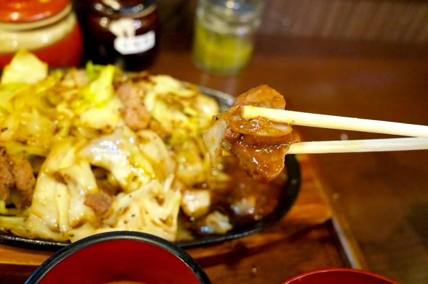 味噌をつけた肉米のお肉とキャベツ