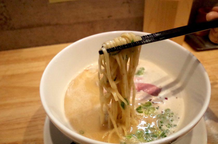 麺家獅子丸の鶏白湯ラーメンの全粒粉の麺