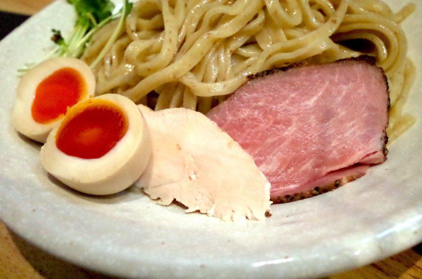 麺家獅子丸のつけ麺とトッピン具材