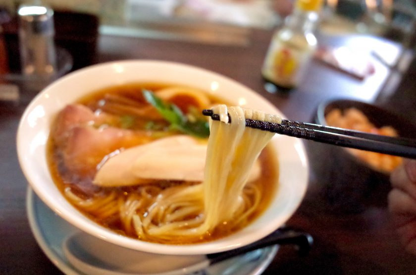 紫陽花の特製醤油ラーメンの麺