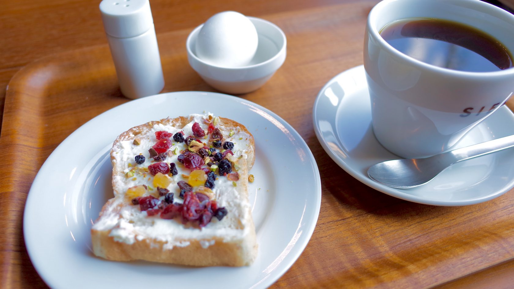 SIENA COFFEE FACTORYのモーニングセット(クリームチーズ&ドライフルーツ)