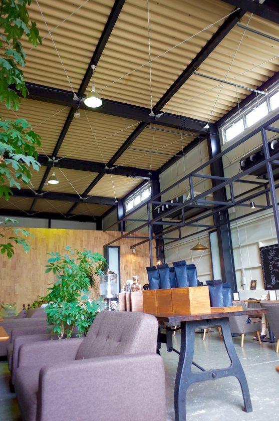 SIENA COFFEE FACTORYの倉庫のような内観