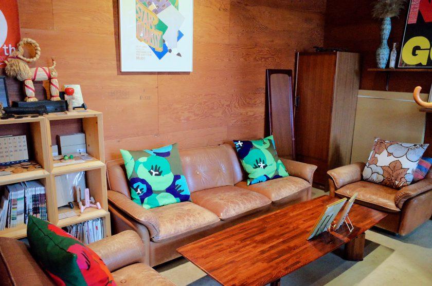 尼ケ坂カフェのソファ席