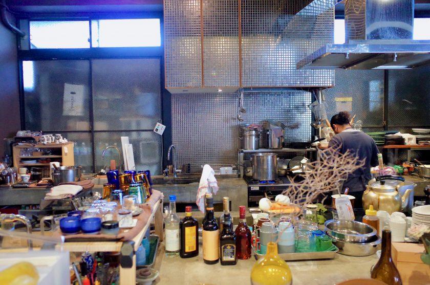 尼ケ坂カフェのおしゃれなキッチン