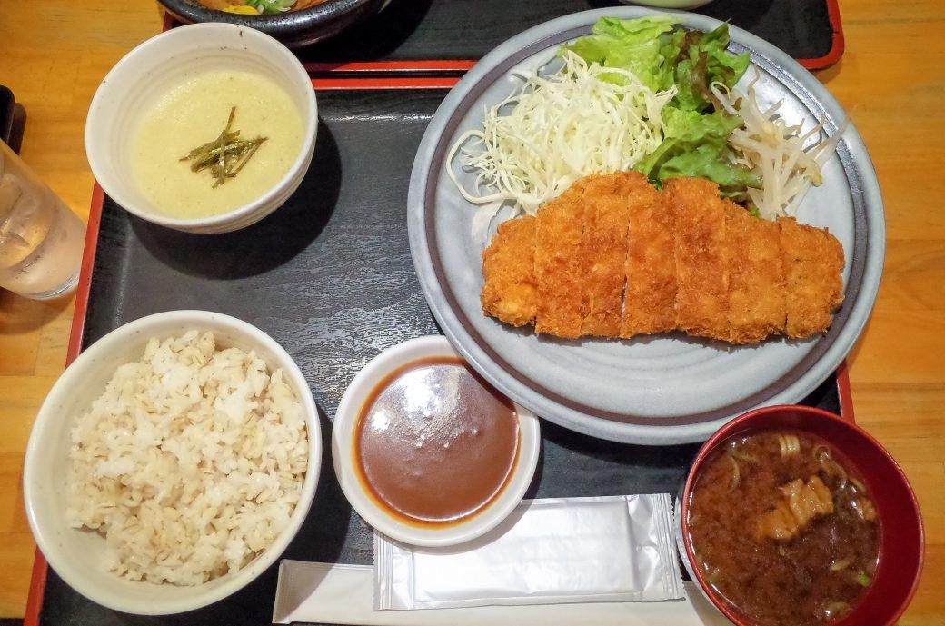 泰山(たいざん)の味噌カツ定食