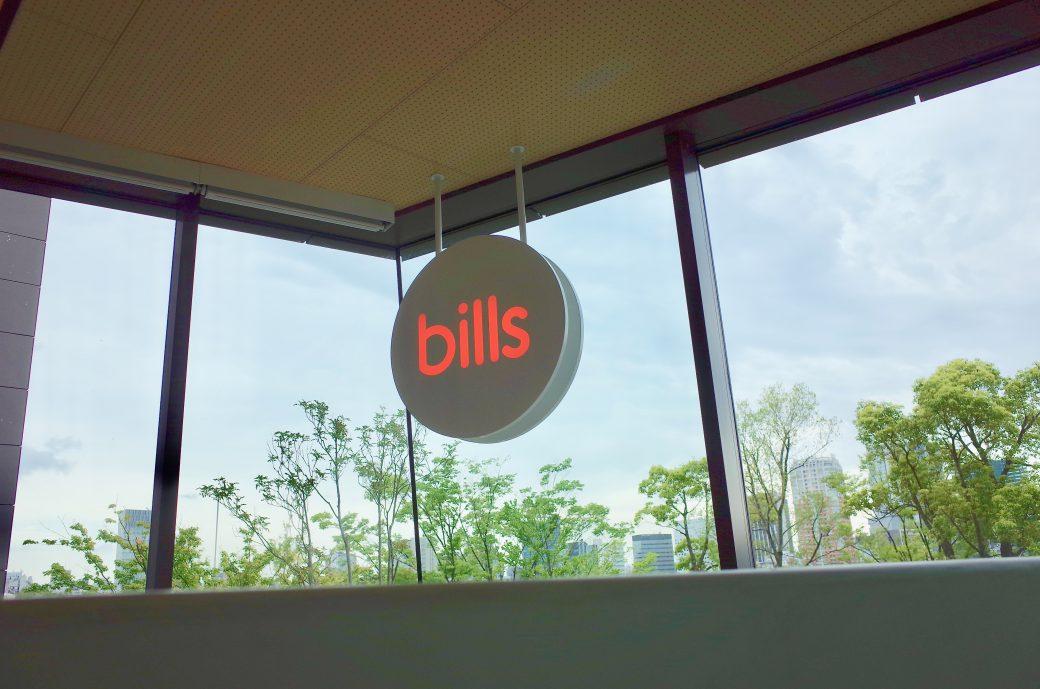表参道billsのサイン看板