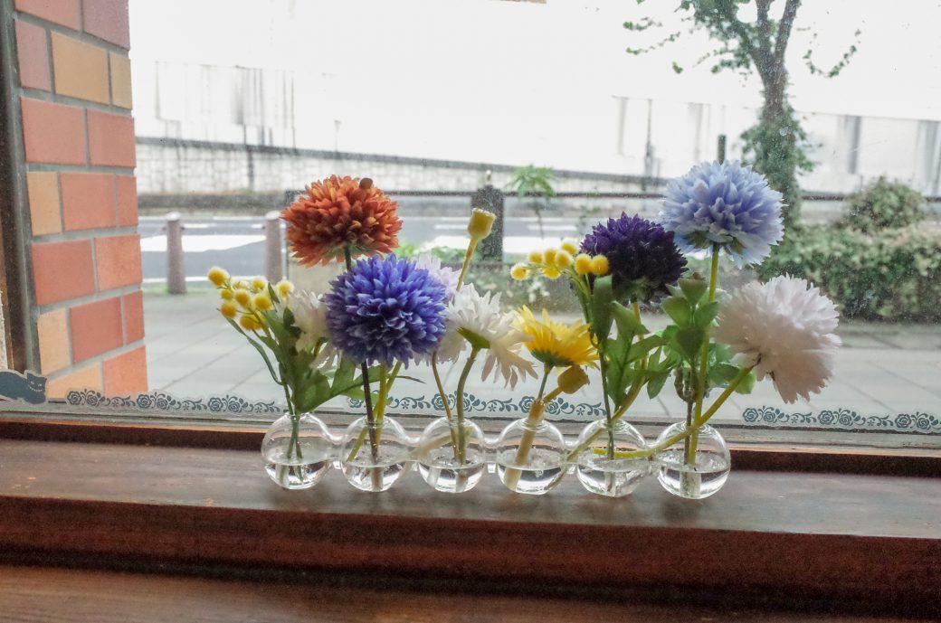 珈琲 門(もん)に飾ってある花