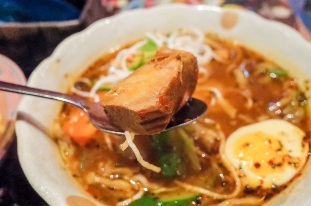 マジックスパイス名古屋店のスープカレーの豚バラ肉