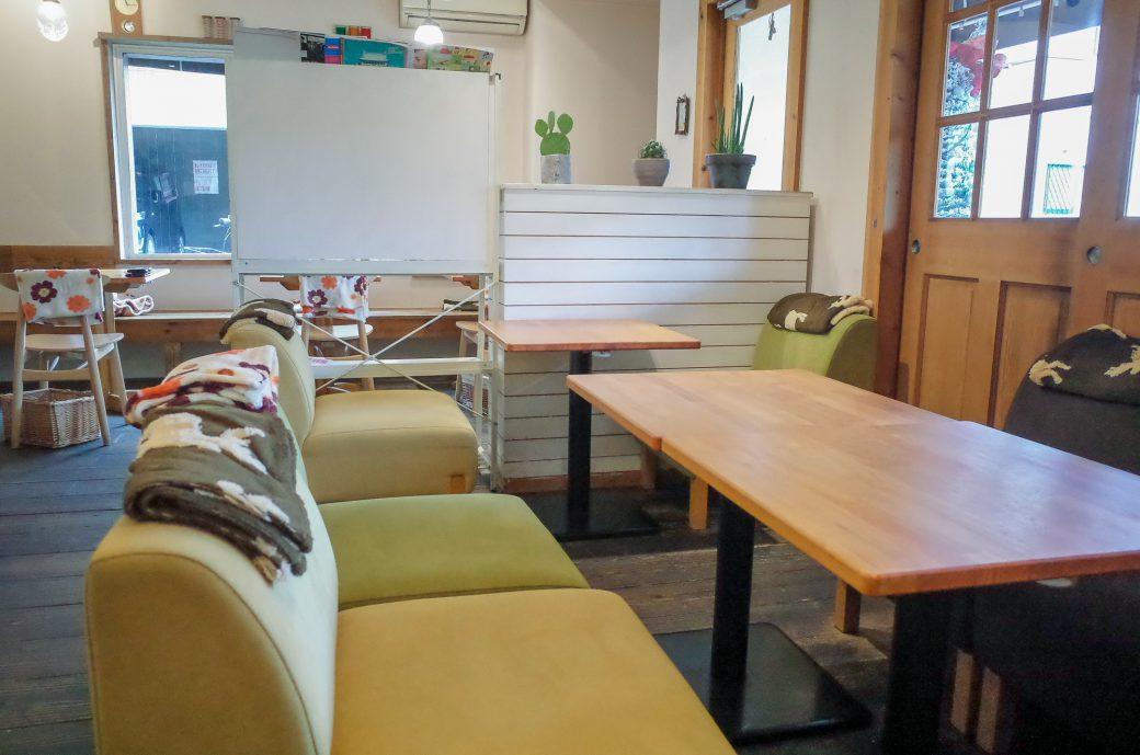 白壁ハナコ のソファ席