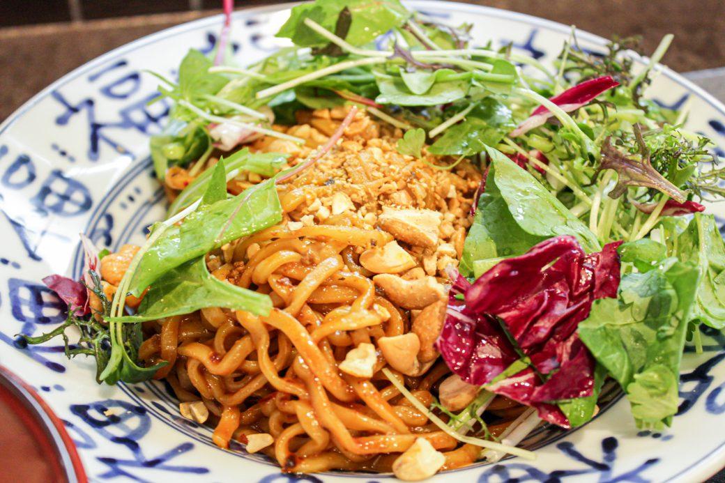 小菜一碟(シャオツァイイーデェ)のナッツがたくさん入った汁なし担々麺
