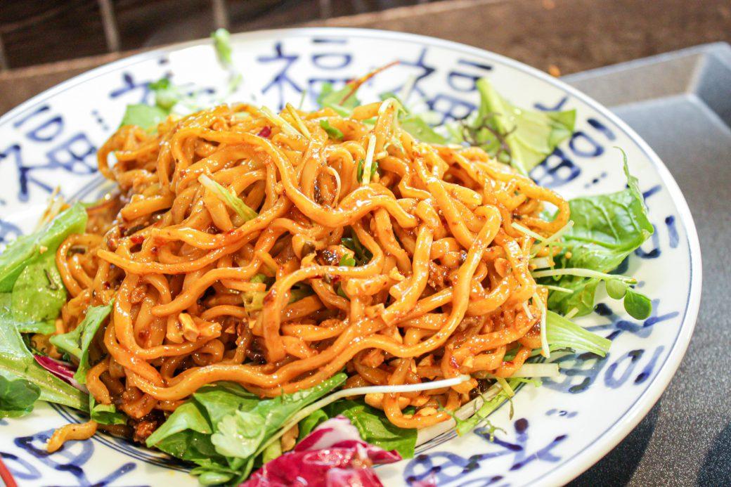 小菜一碟(シャオツァイイーデェ)の汁なし担々麺は麺がもちもち