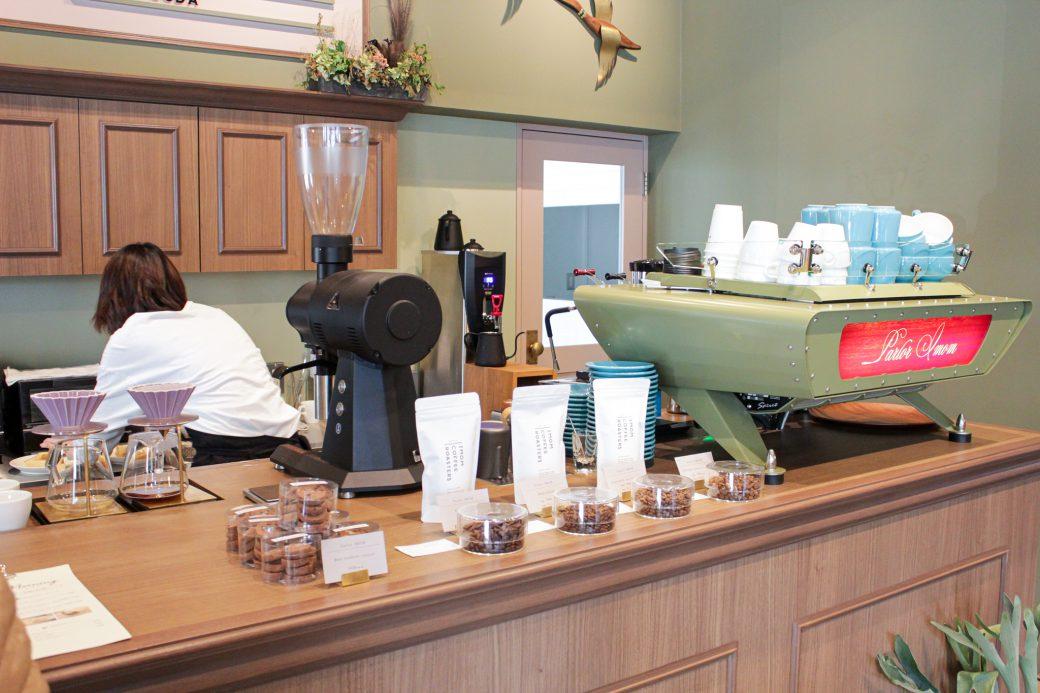 パーラーイムオムのコーヒーテイクアウト台とクッキーの販売